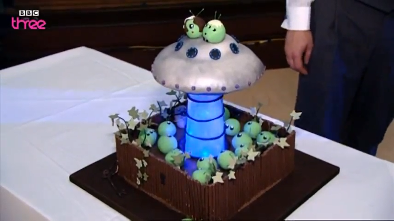 Alien Spaceship Cake